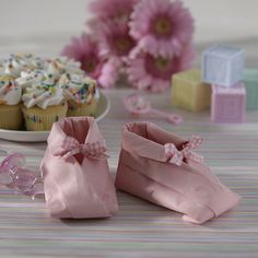 Baby Shower Simple Napkins Foldering | napkin origami above contains 25 interesting napkin folds you can see ...