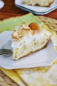 Banana Pudding Pie ~ all the creamy comfort of banana pudding, in fun scratch-made pie form.    www.thekitchenismyplayground.com