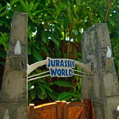 10 Best DIY JURASSIC WORLD GATE AND FENCE, made by yours