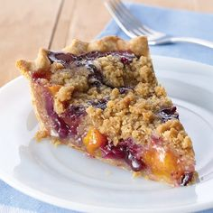 Peach Blueberry Streusel Pie This peach blueberry pie is almost too pretty to eat. Cinnamon-laced butter and brown sugar crumble topping is a sweet bonus. Köstliche Desserts, Delicious Desserts, Dessert Recipes, Yummy Food, Apple Desserts, Easter Recipes, Pie Recipes, Peach Blueberry Pie, Blueberry Recipes