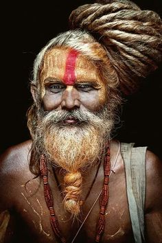 De Carlos Tajuelo A Sadhu Aghori holy man of Shiva Sadhus India, Old Man Portrait, Kreative Portraits, Many Faces, Interesting Faces, World Cultures, People Around The World, Character Inspiration, Beautiful People