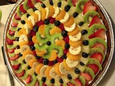 Best 11 Getting Creative with Fruits and Vegetables: Cute Crea – SkillOfKi… Los 11 mejores Creatividad con frutas y … Fruit Buffet, Fruit Dishes, Fruit Trays, Fruit Fruit, Fruit Decorations, Food Decoration, Fruit Recipes, Dessert Recipes, Fruit Creations