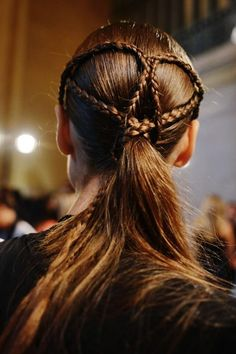 marchesa runway hair braid ponytail small braids wrapped on head for interest My Hairstyle, Pretty Hairstyles, Girl Hairstyles, Braided Hairstyles, Wedding Hairstyles, Dessert Design, Haircut Tip, Eye Makeup, Hair Makeup