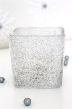DIY snow glitter vase - great for winter wonderland party centerpieces. Winter Table Centerpieces, Winter Wonderland Centerpieces, Winter Wonderland Party, Party Centerpieces, Winter Onederland, Winter Wedding Receptions, Winter Weddings, Glitter Vases, Diy Gifts For Girlfriend