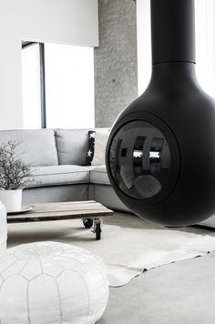 Modern fireplace Unelmakodin sisustus betonista ja pehmeistä materiaaleista – Nordic Atmosphere