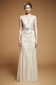 Jenny Packham wedding gown. read more - http://www.hummingheartstrings.de/index.php/hochzeitsmode/brautmode-von-jenny-packham/