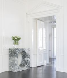 KELLY WEARSTLER | SELBY CONSOLE. A sculptural and modern piece, carved from a solid piece of marble