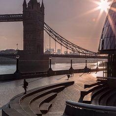 Tower Bridge, London.-