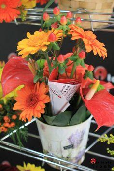 Gorgeous ornament! Flower Designs, Planter Pots, Table Decorations, Ornaments, Flowers, Home Decor, Flower Drawings, Homemade Home Decor, Christmas Decorations