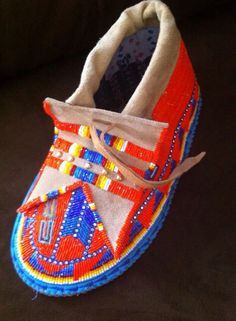 Work of art Native American Children, Native American Regalia, Native American Beadwork, Native American Art, Powwow Beadwork, Powwow Regalia, Native Beadwork, Beading Patterns, Beading Ideas