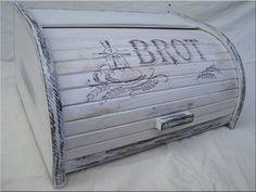 Vintage BREAD BOX bin Brotkasten BROT Unique Wooden beech by old24 Rustic Bread Boxes, Vintage Bread Boxes, Shabby Chic Accessories, Bread Bin, Decoupage Vintage, Diy Box, Vintage Advertisements, Unique Vintage, Thrifting