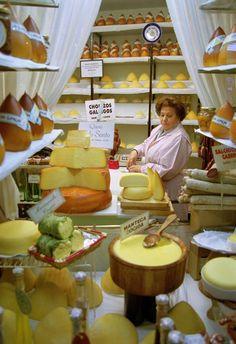 Quesos gallegos, menudo aroma a paraiso debe haber en esa tienda: