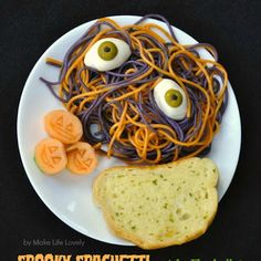 How cute is this #spaghetti and eyeballs! Get the recipe here: #halloweeneats