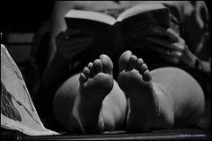 Cuando era niño de EGB en una España que iba desperezándose, el dinero y los juguetes escaseaban y la evasión de la penuria y el aburrimiento la proporcionaban los tebeos, los cuentos y luego ya adolescente, las novelas. Las bibliotecas públicas arrancaban pero resultaba laborioso el largo paseo …