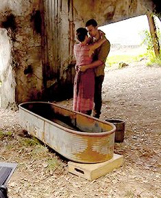 OMGOMG ARE THEY ABOUT TO KISS HERE IS THERE MORE TO THIS SCENE THAN THE MOVIE SHOWS?!? AHHHHH FOURTRIS SHEO GET ITTTT