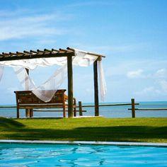 Piscina revestida com pedra Hijau Palimanan - Projeto Maison das Meninas #maisondasmeninas #arquitetura #homedesign #casasdefrenteparaomar #pool