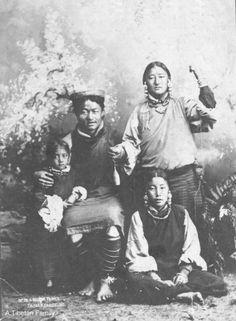 Tibetan_Family_Grey.jpg (404×550)