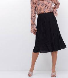 Saia feminina  Modelo midi  Plissada  Marca: Cortelle  Tecido: poliéster  Composição: 100% poliéster  Modelo veste tamanho: 36     Medidas do modelo:      Altura: 1.72  Busto: 79  Cintura: 65  Quadril: 90    Veja outras opções de    saias femininas   .