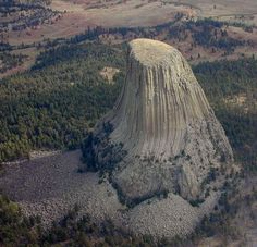 Devil's Tower (Wyoming, USA)Is rock a foretells what happened to giant trees? Science And Nature, Nature Nature, Natural Wonders, Landscape Photography, Ocean Photography, Photography Tips, Amazing Nature, Beautiful Landscapes, Mother Nature