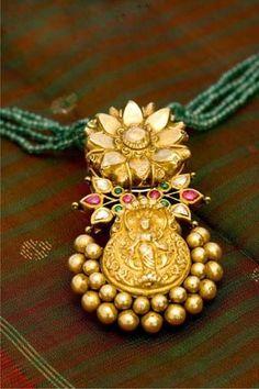 Designer antique gold jewellery from Arnav jewellers. Antique Jewellery Designs, Gold Jewellery Design, Antique Jewelry, Diamond Jewellery, Handmade Jewellery, Sterling Silver Jewelry, Gold Jewelry, Beaded Jewelry, Jewelery