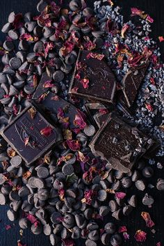 Parisian Hot Chocolate - Chocolate and rose petals. i won't use the sugar.the chocolate will be sweet enough] Chocolate Dreams, Death By Chocolate, I Love Chocolate, Chocolate Shop, Chocolate Lovers, Chocolates, Dark Food Photography, Chocolate Belga, Cocoa Nibs