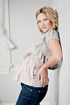 what to wear for a maternity/belly photo session.  @Brooke Rane Weidauer  Look what I came across!! :)