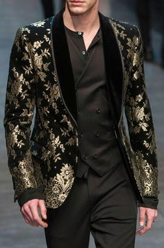 Dolce & Gabbana FW 2015 http://www.99wtf.net/men/mens-hairstyles/trendy-fantastic-hair-products-men/