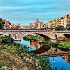 #pontdepedra #igerscatalunya #casesdelonyar #girona #reflexos #onyar #colors #colori #colores #tutticolori #reflections #lettheriverrun #riverofdreams #creativearchitecture #creative_architecture #arquitecutra #architecture #catalunya_arquitectura #clickcat #reflexosdelmon #catalonia #europe_catalonia #world_great #fiume #riflessi #likegirona #ok_catalunya #loves_catalunya #icatalunya #descobreixcatalunya by xevipb