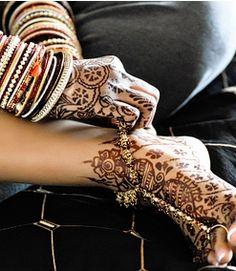 lovely dark bridal mehndi and foot mehndi Bridal Mehndi Designs, Bridal Henna, Henna Designs, Indian Bridal, Henna Mehndi, Henna Art, Mehendi, Henna Tattoos, Feet Care