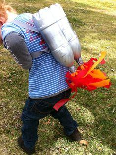 Votre môme se prend pour Rocket Man et rêve de voyager dans l'espace ? Fabriquez ce super Rocket Pack pour aventurier de l'espace ! Un déguisement d'enfant idéal pour un anniversaire sur le thème de l'espace.