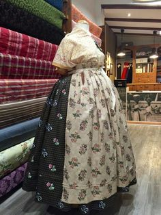 La basquiña, Teruel Aprons Vintage, Aragon, Victorian, Dresses, Fashion, Folklore, Shandy, Traditional Clothes, Ethnic Dress