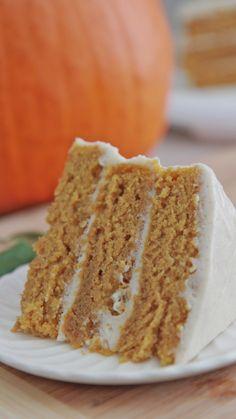 Easy Pumpkin Spice Cake Recipe W Cinnamon Cream Cheese Frosting Divas Can Cook Köstliche Desserts, Delicious Desserts, Dessert Recipes, Health Desserts, Appetizer Recipes, Picnic Recipes, Dinner Recipes, Pumpkin Spice Cake, Pumpkin Dessert