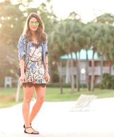 Vestido: MOB / Rasteira: Carmen Steffens / Jaqueta: Zara / Bolsa: Fillity / Pulseiras: By Cielle e Vince Camutto / Óculos: Ray Ban