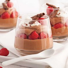 Chocolate mousse in verrines - Featured Desserts Food Mini Desserts, Holiday Desserts, Dessert Recipes, Thanksgiving Desserts, Mousse Au Nutella, Lemon Mousse, Mousse Dessert, I Am Baker, Dessert Table