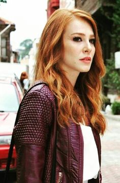 Elçin Sangu Beautiful Red Hair, Beautiful Redhead, Beatiful People, Red Hair Woman, Elcin Sangu, Prettiest Actresses, Korean Girl Fashion, Turkish Beauty, Red Hair Color