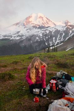 I love backpacking but there are so many things to think about! This backpacking checklist is the best list of backpacking essentials I have found!! #backpacking #backpackingessentials Adventure Aesthetic, Camping Aesthetic, Adventure Photos, Adventure Travel, Backpacking Checklist, Backpacking Food, Wanderlust, Adventure Photography, Hiking Tips