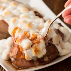 Who doesn't love that over the top Texas Roadhouse loaded sweet potato copycat recipe? Oh, Mama! Check this one out! Baked Sweet Potato Oven, Sweet Potato Sauce, Loaded Sweet Potato, Sweet Potato Recipes, Texas Roadhouse Sweet Potato Recipe, Copycat Recipes Outback, Cinnamon Honey Butter, Air Fryer Dinner Recipes, Restaurant Recipes