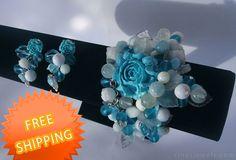 Turquoise rose bracelet Chunky rose beaded bracelet by RinasJewels