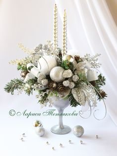 Christmas Decorations For The Home, Christmas Images, Xmas Decorations, Christmas Holidays, Christmas Crafts, Christmas Flower Arrangements, Easter Flowers, Christmas Flowers, Christmas Chandelier