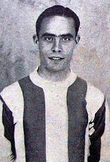 António Santos - António da Costa Santos nasceu no dia 22 de Fevereiro de 1915. Depois de ter feito toda a formação no Futebol Clube do Porto, estreou-se na equipa principal na temporada de 1931/32. Vestiu a Camisola dos Dragões durante onze épocas, com a qual conquistou os campeonatos nacionais de 1934/35, 1938/39 e 1939/40 e também o campeonato de Portugal de 1936/37, conquistado em Coimbra, no Campo do Arnado, com uma vitória por 3-2 defronte do Sporting C.P. António Santos viveu também…