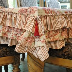 Ruffled Toile Table Cover