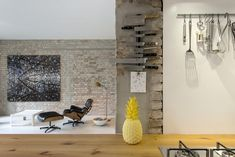 Why not hang your knives & other interesting utensils on the kitchen wall? Perfect way to decorate & makes things easy to find ...