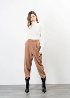 PANTALON AMPLE Parachute Pants, Trousers, Jumpsuit, Normcore, Shorts, Jeans, How To Wear, Outfits, Clothes