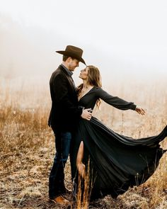 Country Couple Photos, Fall Couple Photos, Country Couples, Fall Family Pictures, Couple Shoot, Couple Pictures, Family Pics, Western Engagement Photos, Engagement Pictures