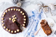 Italian Christmas Cake - it's jam-packed full of nuts and aromas. Baileys Tiramisu, Fruit Recipes, Dessert Recipes, Italian Christmas Cake, Polenta Cakes, Quirky Cooking, Tasty Meatballs, White Chocolate Mousse, Thermomix Desserts