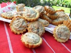 Bögrés dióhabos kosárkák | Rupáner-konyha Poppy Cake, Hungarian Recipes, Hungarian Food, Muffin, Food And Drink, Cookies, Breakfast, Foods, Crack Crackers