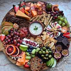 The perfect lunch on humpday! Who else agrees? Gorgeous platter goals brought to you by @the_paradise_project