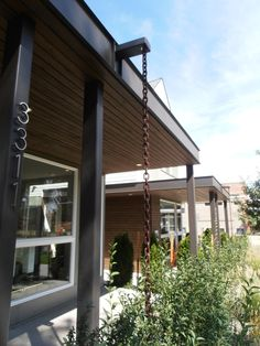 Rain chain instead of gutter and downspout: