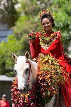 hawaiian decorated riders | visit somewhereintheworldtoday tumblr com