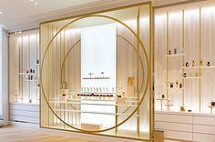 2016年12月26日、パリ8区に香水博物館が誕生。ビジターの嗅覚を主役に、創造的で深遠なる香りの世界へと誘う、双方向型かつ体感型ミュージアムだ。